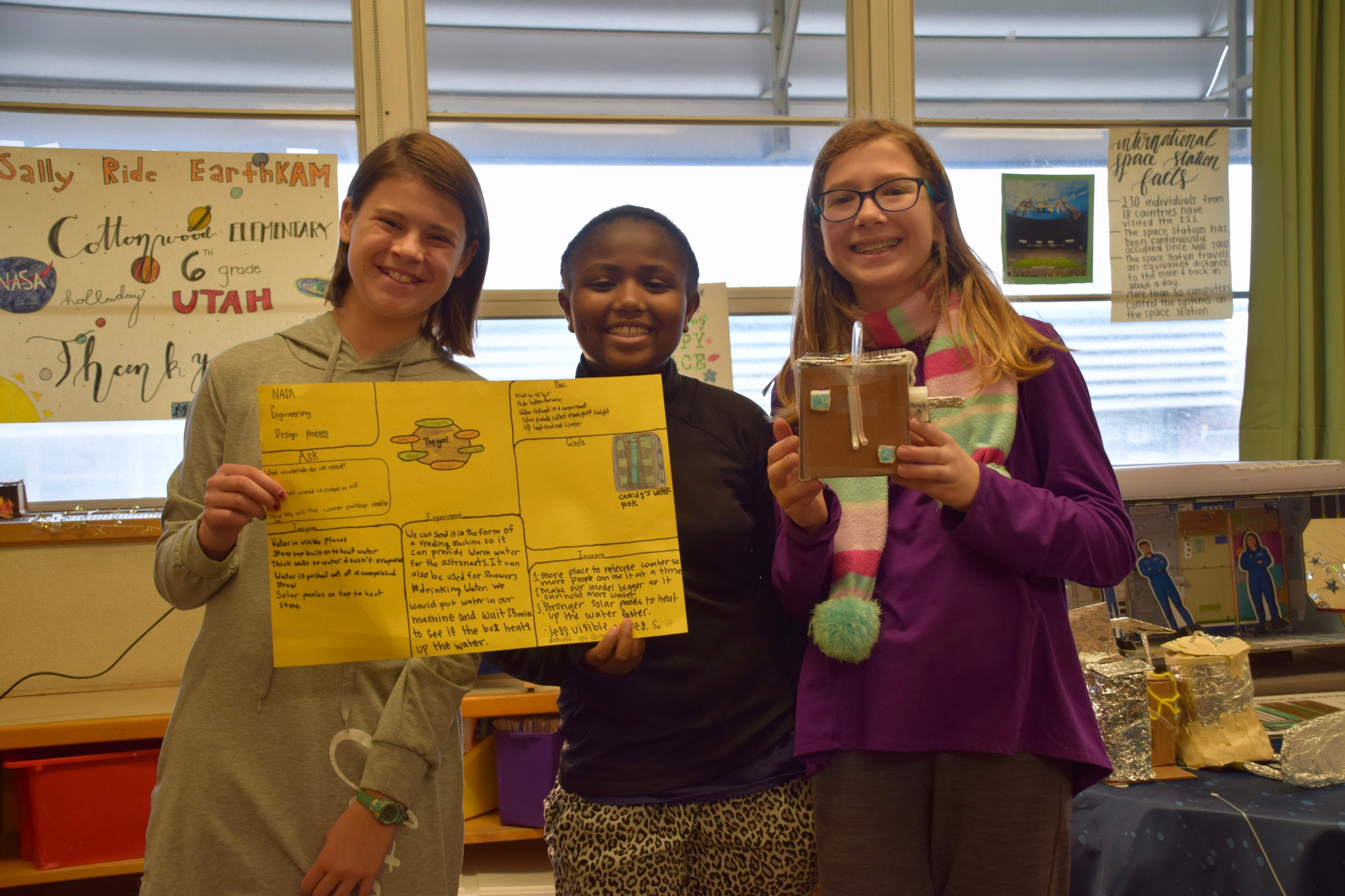 Cottonwood Elementary students holding their science projects
